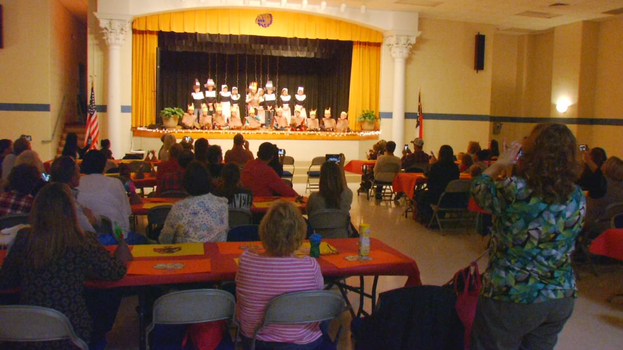 Kindergarten through second grade students at Pleasant Gardens Elementary School put on a performance for family and friends about the three-day harvest festival that became known as the first Thanksgiving. (Photo credit: WLOS Staff)