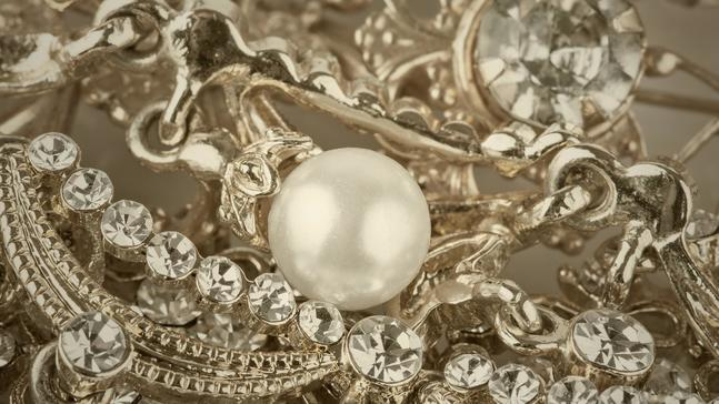 The Six Eras Of Antique Jewelry