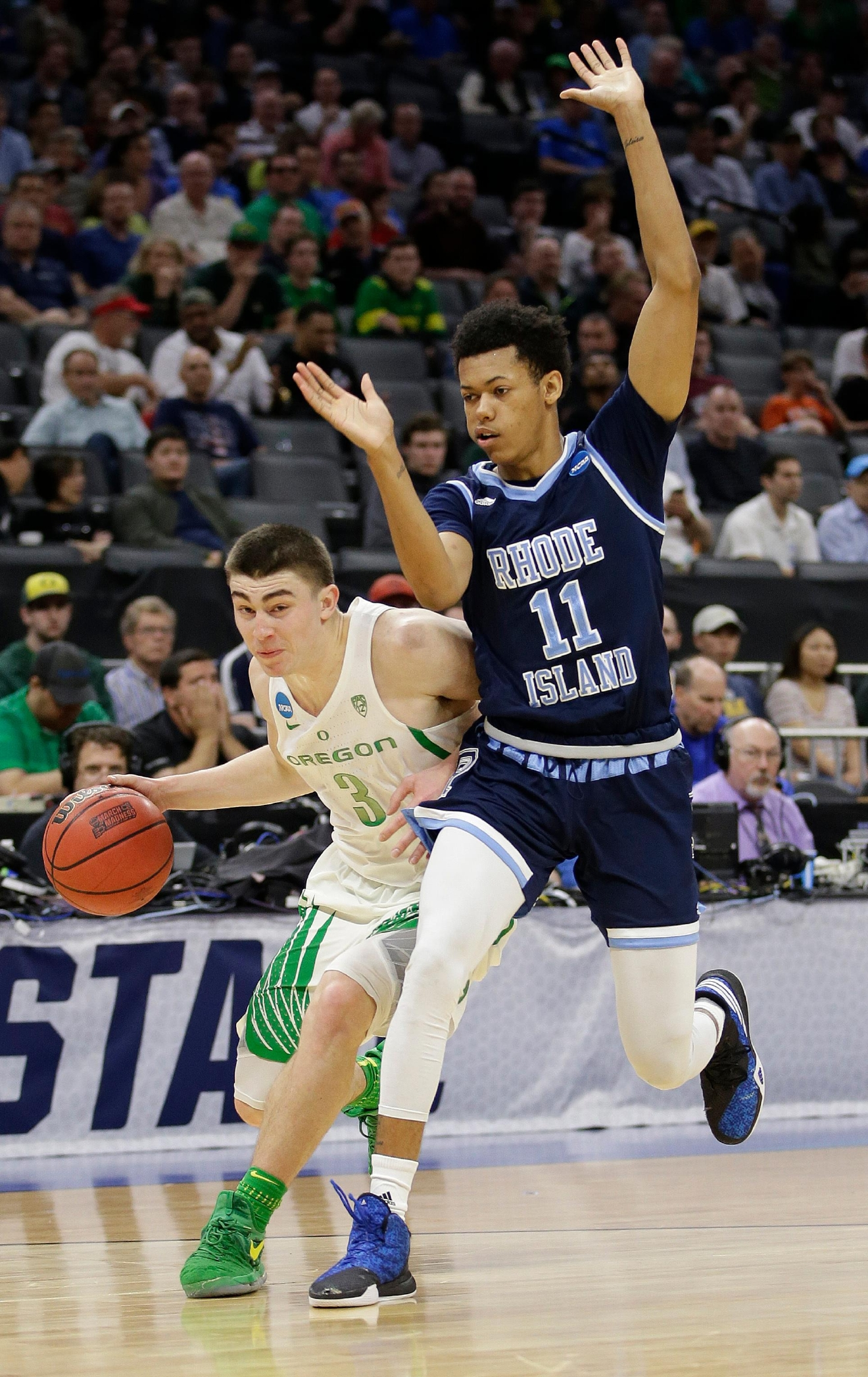 Oregon guard Payton Pritchard, left, drives against Rhode Island guard Jeff Dowtin during the first half of a second-round game of the NCAA men's college basketball tournament in Sacramento, Calif., Sunday, March 19, 2017. (AP Photo/Rich Pedroncelli)