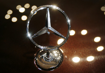 Daimler to recall 3M vehicles to ease diesel doubts