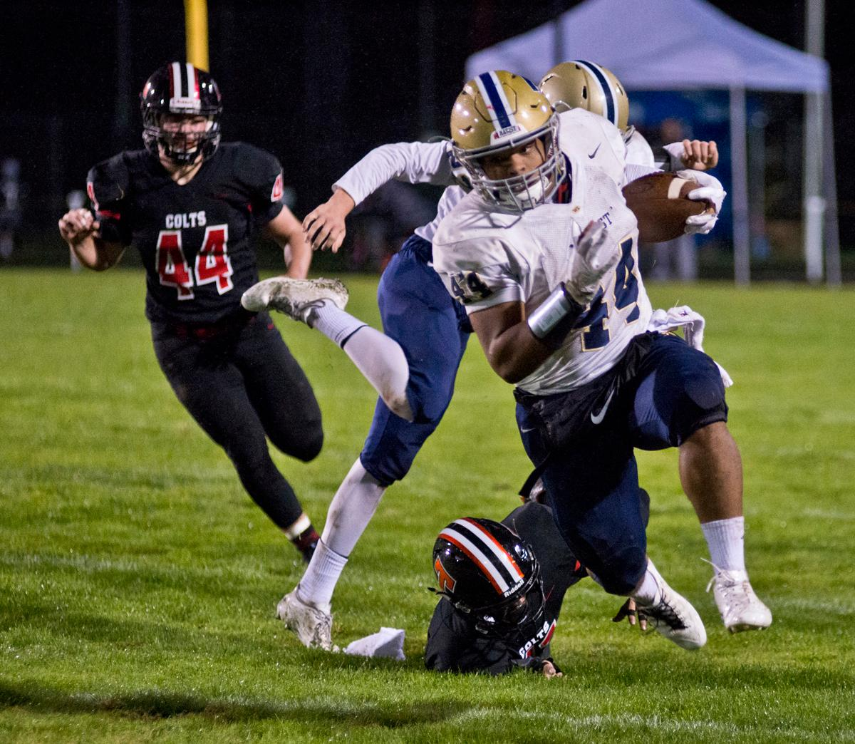 Marist Spartans running back Aavonte Clark (#44) racks up yards against the Thurston Colts.  Thurston defeated Marist 50 to 14 to seal the second position in their conference. Photo by Dan Morrison, Oregon News Lab