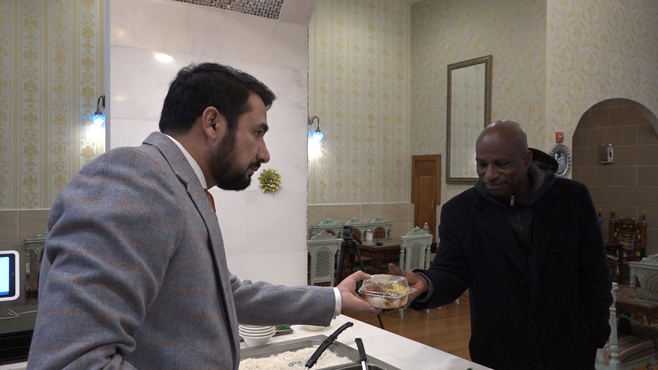 Kazi Mannan, owner of Sakina Halal Grill, feeds a homeless man who has been coming to the restaurant twice a day for the past four years. (Caroline Patrickis/ABC7)<p></p>
