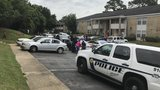 Police chase ends with gunshots at Mobile apartment complex