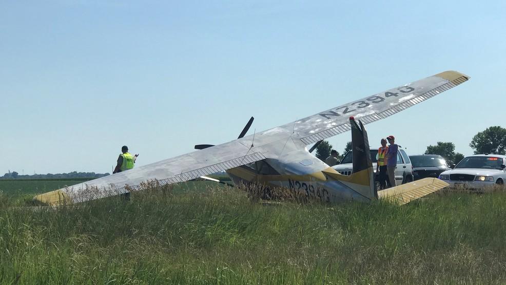 Small plane makes crash landing on I-55