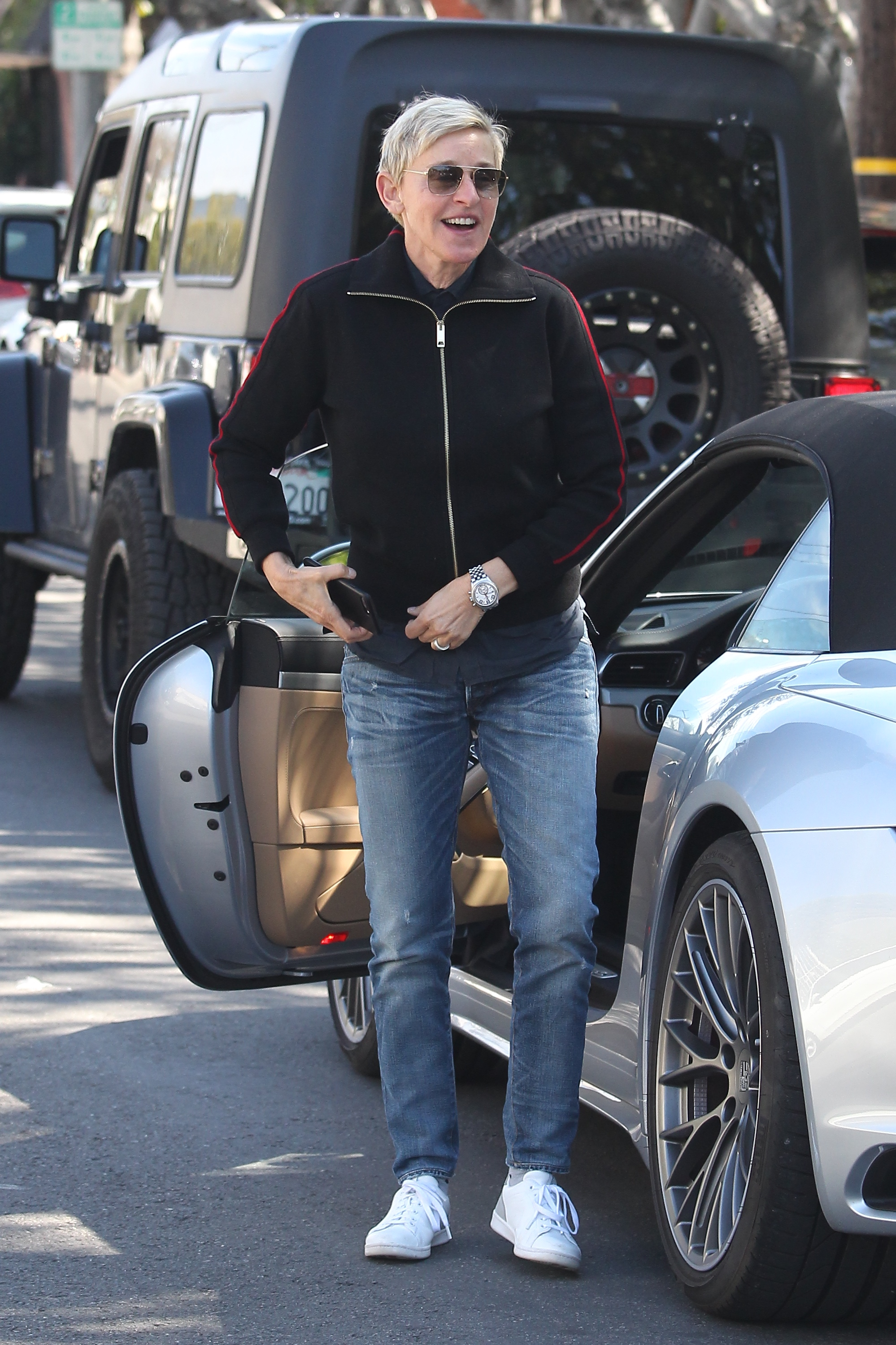 Ellen DeGeneres and wife Portia de Rossi hold hands as they stroll Melrose Place                                    Featuring: Ellen DeGeneres                  Where: Beverly Hills, California, United States                  When: 25 Feb 2017                  Credit: WENN.com