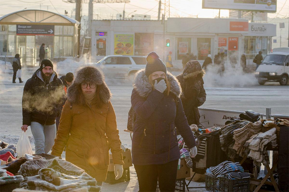 Local residents walk in a street braving frosty weather in the Siberian city of Novosibirsk, about 2,800 kilometers (1,750 miles) east of Moscow, Russia, Monday, Nov. 21, 2016. Temperature dropped to -25 C (-13 F) on Monday. (AP Photo/Ilnar Salakhiev)