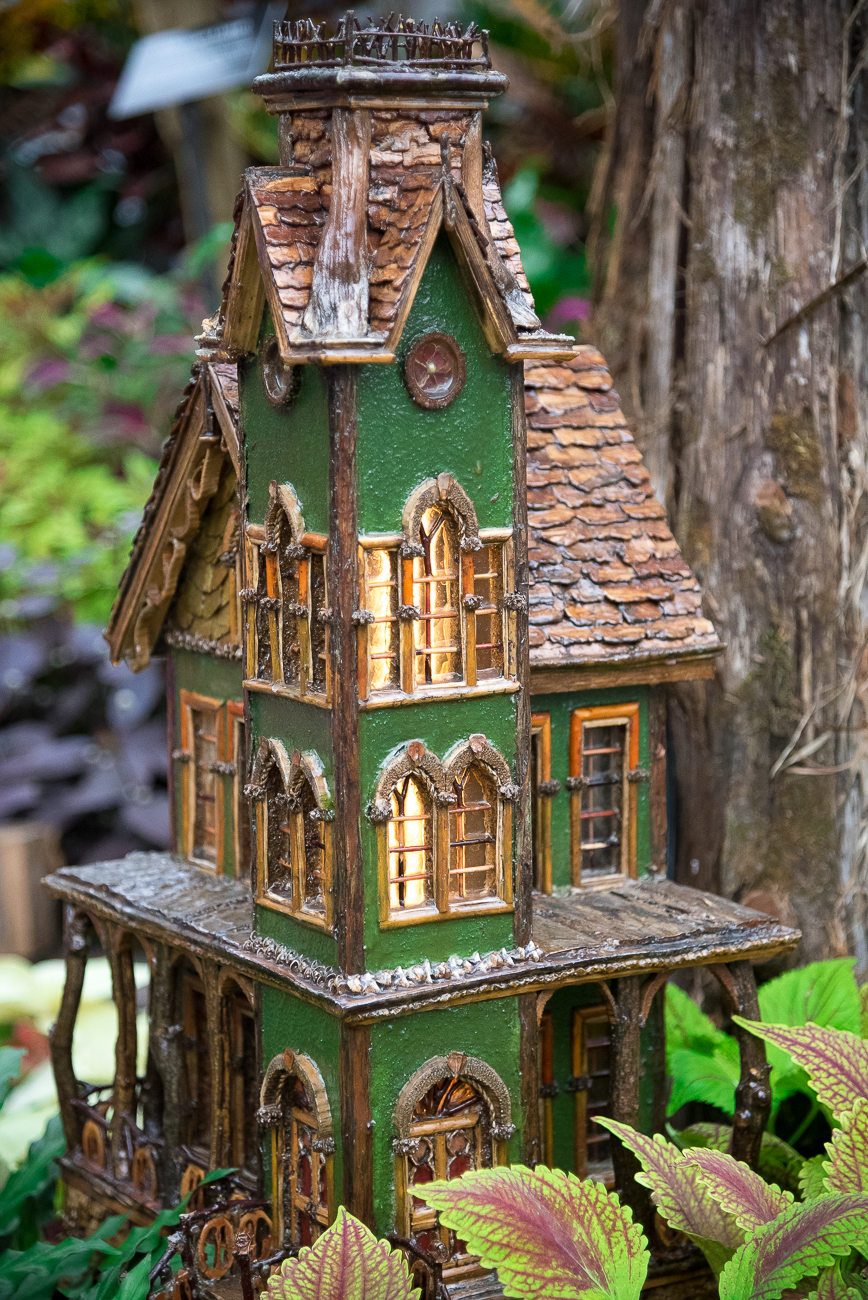 Look at this whimsical little Victorian house presumably made for similarly whimsical little Victorian people. / Image: Phil Armstrong, Cincinnati Refined // Published: 12.18.18