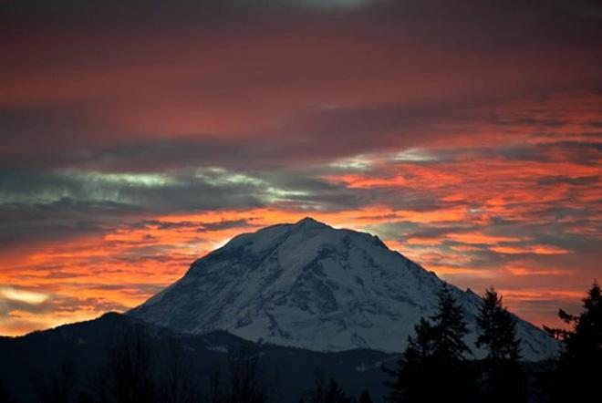 Mt. Rainier Sunrise -- (Photo: YouNews contributor: scubadiver)