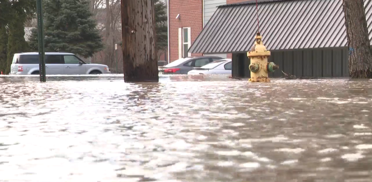 City of Niles says 50 buildings flooded, St. Joseph River starts to recede. // WSBT 22