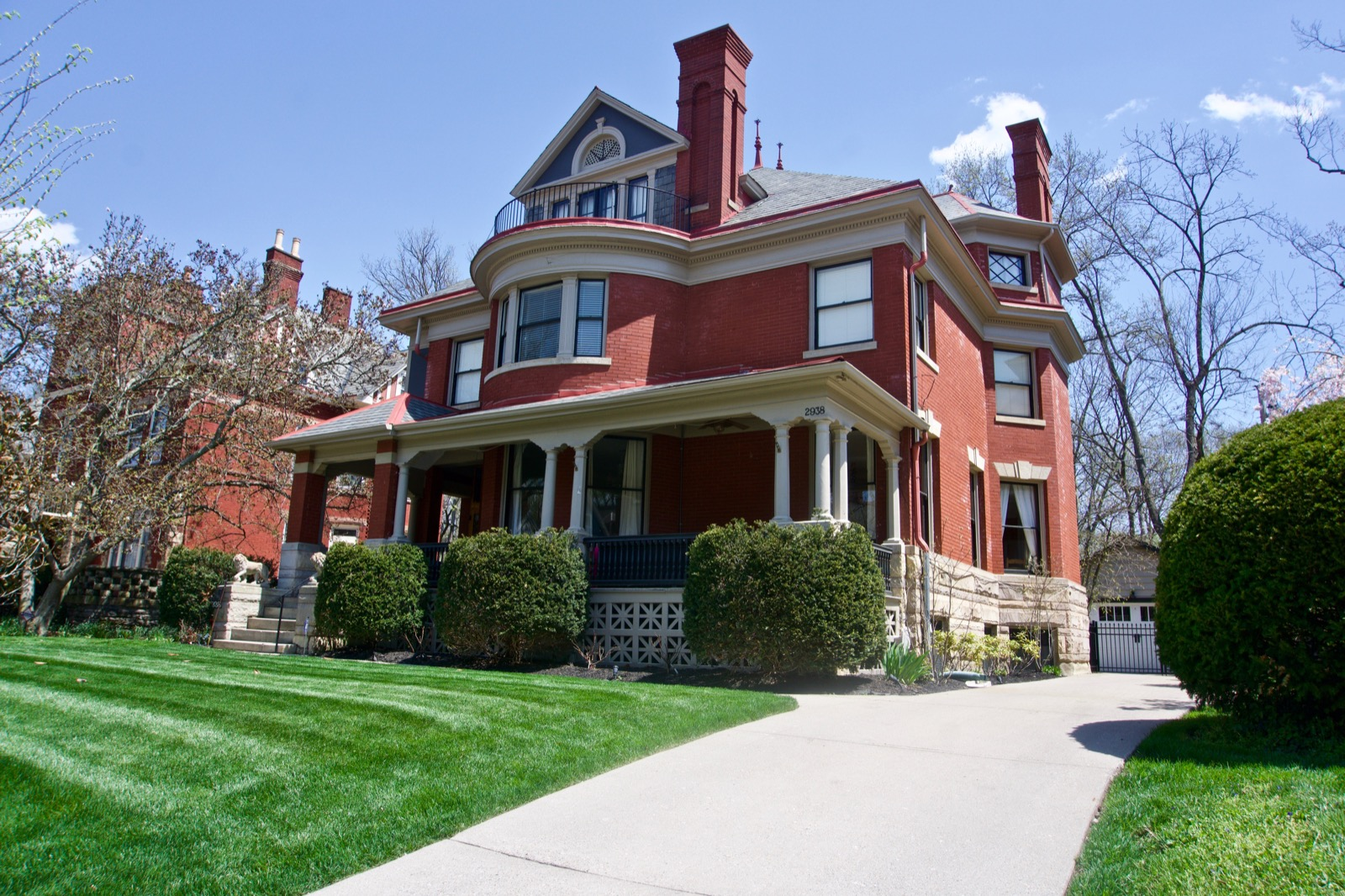 The neighborhood of East Walnut Hills, originally incorporated as the village of Woodburn, is one of Cincinnati's most diverse neighborhoods. Here we turn our attention to its high-end homes, located around the stretch of Madison Road between DeSales corner and O'Bryonville. Many of the larger homes were built in the 19th century by affluent and renowned Cincinnatians such as John Baker, Samuel Keys, W.W. Scarborough, and Joshua Bates. They're predominantly of the Richardson Romanesque style, and the later-built (and smaller) homes follow suit. Yet other styles were added as well, including Tudor Revival and Queen Anne. / Image: Brian Planalp // Published: 5.4.18