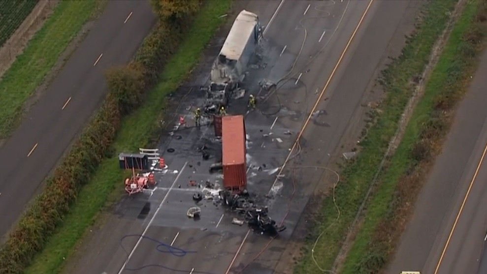 Crash involving semi trucks blocks I-5 southbound in Woodburn - KATU image.jpg