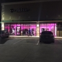 Customers try to stop shoplifters from stealing phone at T-Mobile store