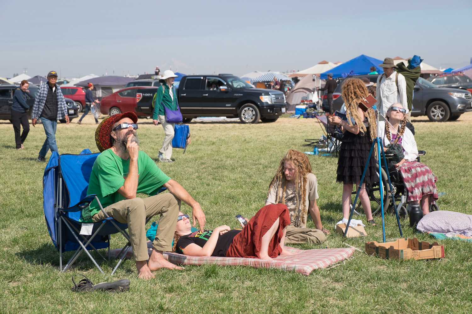 Partial eclipse  starts. Oregon Solarfest (Image: Paola Thomas / Seattle Refined)