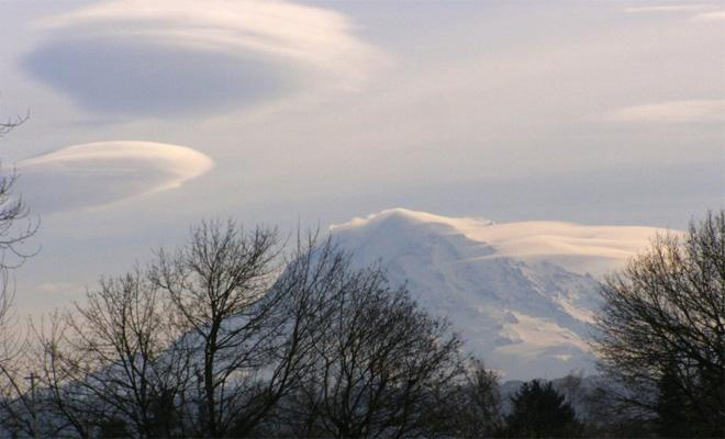 Lenticular clouds over Mt. Rainier (Photo: Jerry Phipps)