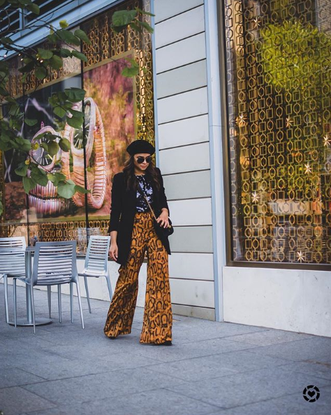 Can this please be the year where we{ } can all wear berets? This look is especially chic with a bold pant. (Image via @myriadmusings)