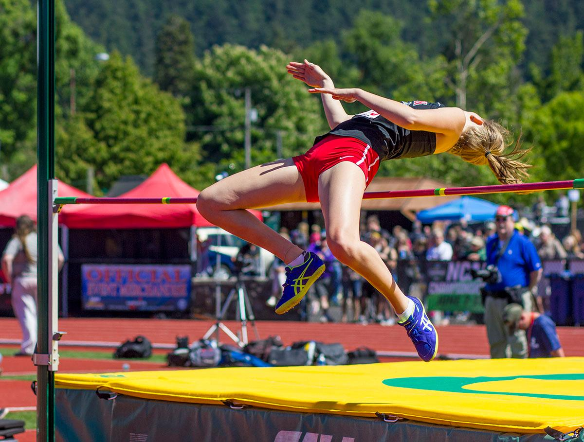 Sydney Denham of Lincoln High School wins the 6A Girls High Jump with a height of 1.67 meters on Saturday at the 2017 OSAA State Track and Field Championships at Hayward Field. Photo By: Stephanie Cusano, Oregon News Lab
