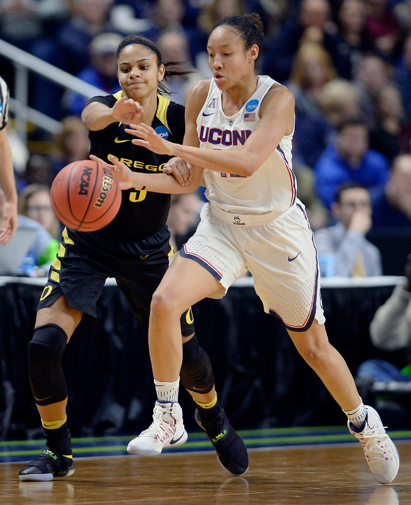 Connecticut's Saniya Chong, right, steals the ball from Oregon's Justine Hall, left, during the first half of a regional final game in the NCAA women's college basketball tournament, Monday, March 27, 2017, in Bridgeport, Conn. (AP Photo/Jessica Hill)