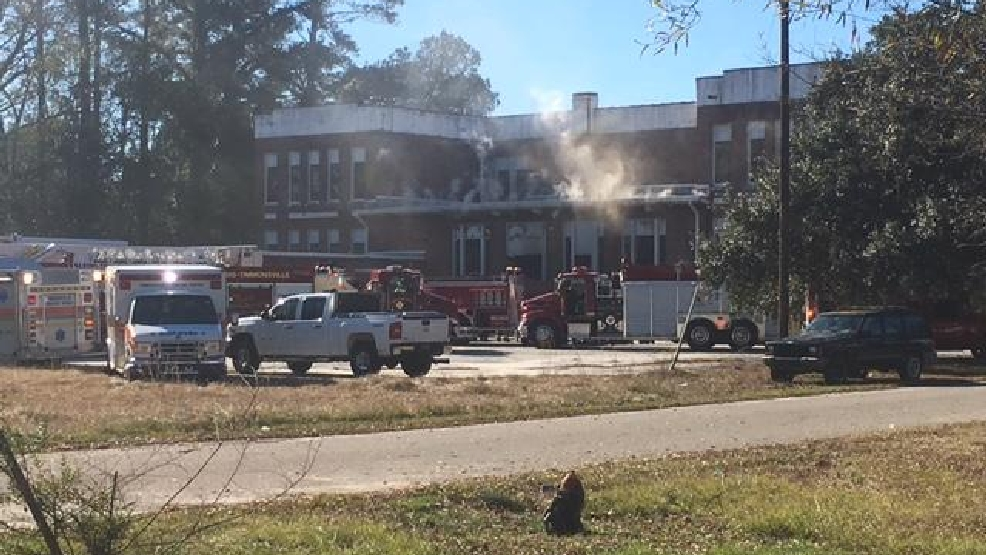 Old school catches fire in Timmonsville | WPDE