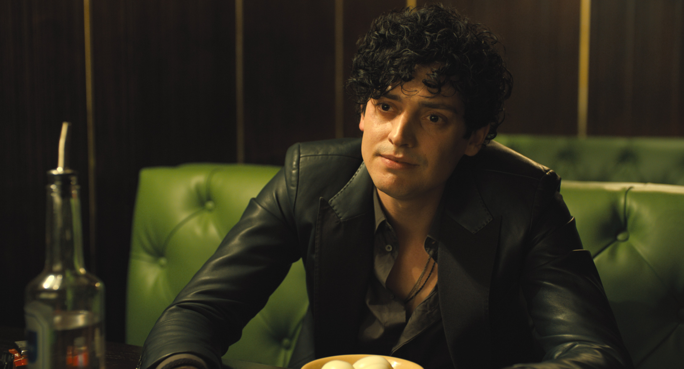 ANEURIN BARNARD as Boris in Warner Bros. Pictures' and Amazon Studios' drama, THE GOLDFINCH, a Warner Bros. Pictures release.{ }(Image: Warner Bros)