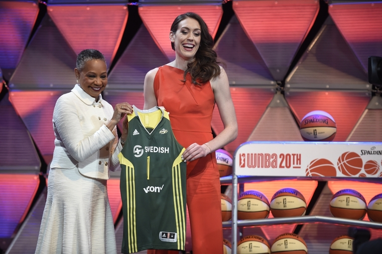 Breanna Stewart, right, and WNBA President Leslie Borders hold a Seattle Storm jersey after Stewart was chosen first in the WNBA basketball draft Thursday, April 14, 2016, in Uncasville, Conn. (Cloe Poisson/Hartford Courant via AP) MANDATORY CREDIT