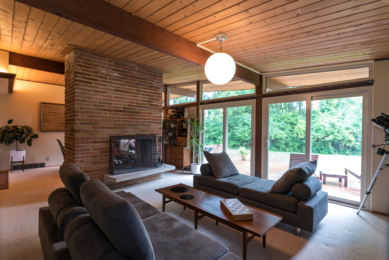 9351 Westbury Drive is a 3-bed, 2-bath house in Springfield Township that was designed by Cincinnati architect Hans Neutzel in 1959. It is on the market for $176,500. / Image: Phil Armstrong, Cincinnati Refined // Published: 7.8.18