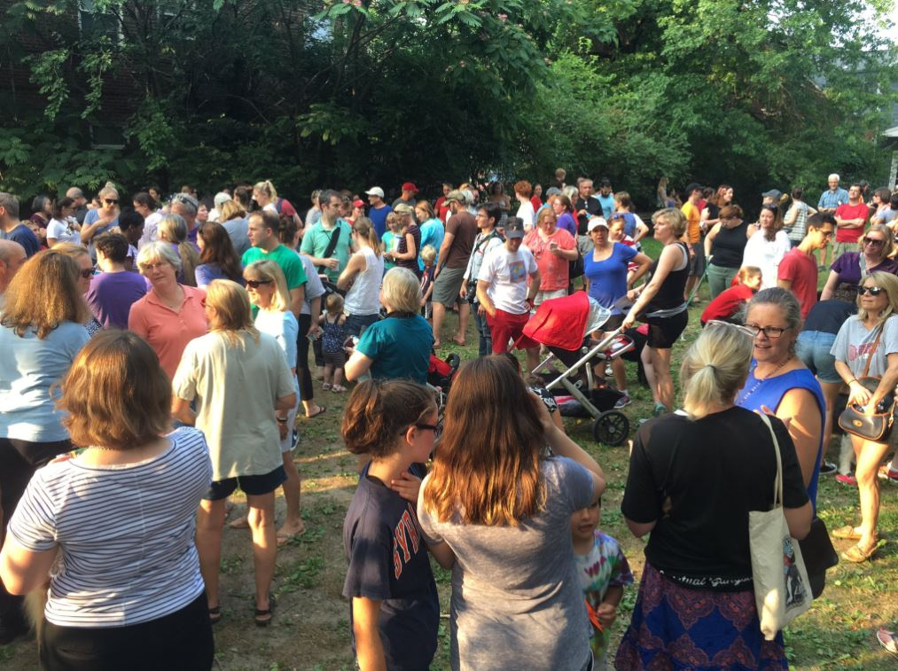 Crowds gather to honor shooting victims and condemn violence in Alexandria (Jay Korff/ABC7)