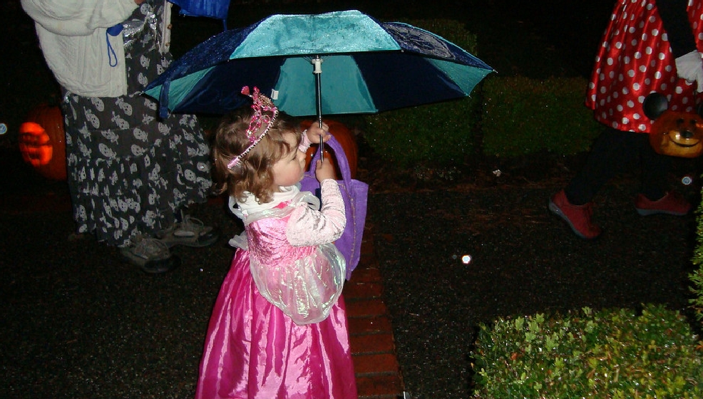Halloween in Seattle: After the record chill, 9 years of dodging rain drops