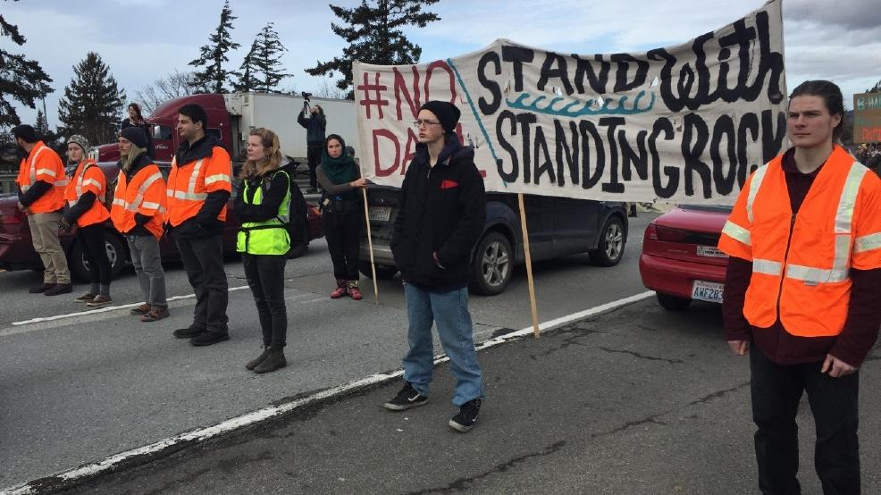 Video Troopers Respond To Dapl Protesters Blocking Traffic In Bellingham Komo