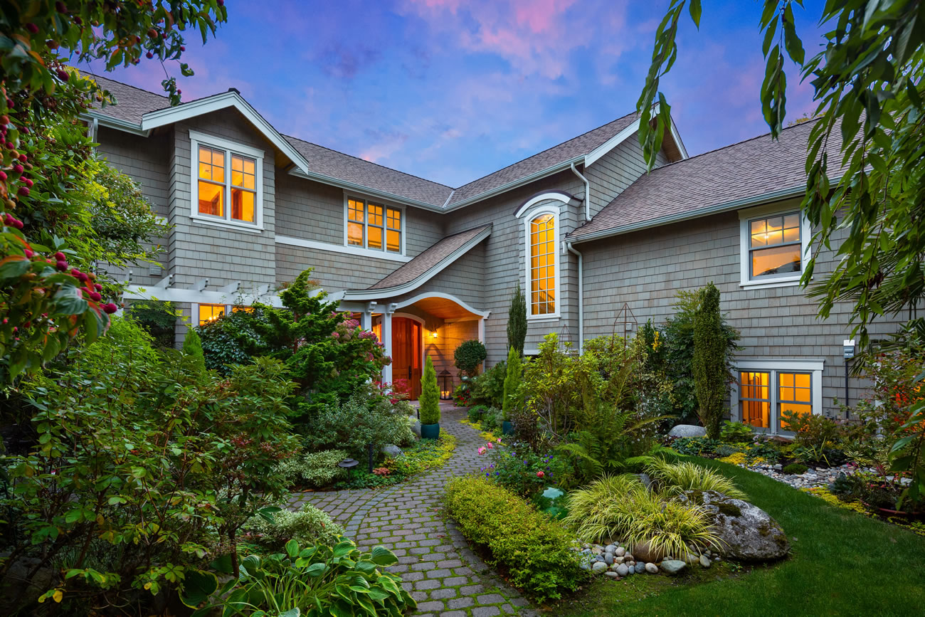 "<a  href=""https://pugetsoundraffle.com/house"" target=""_blank"" title=""https://pugetsoundraffle.com/house"">The Dream Home</a>{&nbsp;}from the Puget Sound Raffle is a 4 bed/4.5 bath Cape Cod waterfront home on Holmes Point in Kirkland. This beauty has a huge chef's kitchen with a double oven, two refrigerators (one a full height beverage fridge), custom coffee wall with built in espresso maker - and that's just the kitchen! Sliding doors make way to a glass-topped covered deck, outdoor living room with TV and surround sound. The Master Floor/Suite (yes, it's a whole floor) has cathedral ceilings, spa bath and waterside deck.{&nbsp;}<a  href=""https://orders.pugetsoundraffle.com/order"" target=""_blank"" title=""https://orders.pugetsoundraffle.com/order"">You can buy a $150 lottery ticket online</a>{&nbsp;}benefitting Special Olympics Washington, and a winner will be drawn on May 8, 2020. The winner can choose the house, or $4,000,000 cash. (Image: Puget Sound Raffle)"