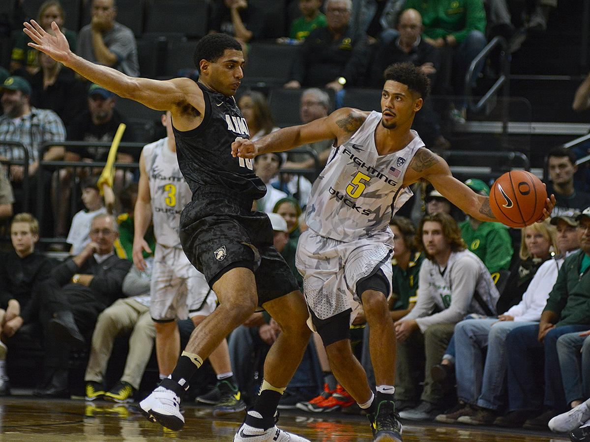 Ducks' Tyler Dorsey (#5) shrugs off Army's Kennedy Edwards (#10) to pass the ball. In front of a sold out crowd, Oregon defeated Army 91-77 on opening night. Photo by Jacob Smith, Oregon News Lab