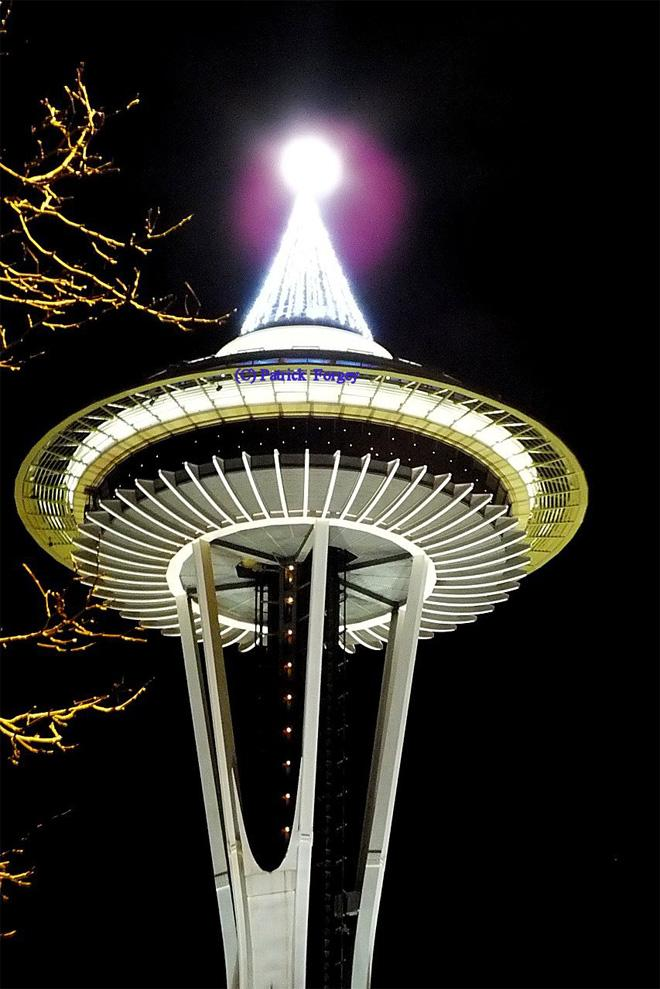 Full Moon Adds Crowning Touch on Space Needle -- (Photo: YouNews contributor: plf888)