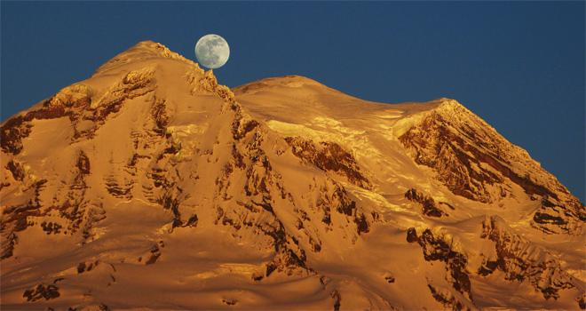 Full moon over Mt. Rainier. (Photo courtesy YouNews contributor: troxa41622511086)