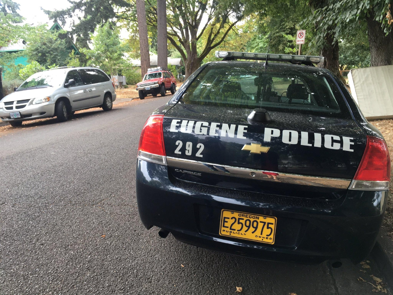 Eugene Police officers went door-to-door searching for any witnesses, photos or videos from the night Anthony Xavier Johnson was killed in the Whiteaker neighborhood. (SBG photo)<p></p>