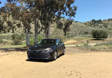 2019 Toyota Avalon Hybrid: A midsize sedan with cool tech, smooth moves [Retake]